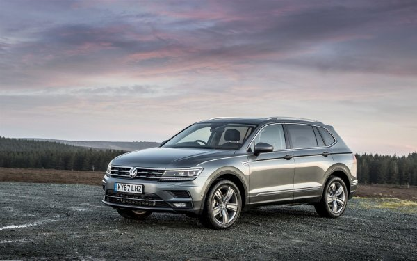 Хочется Skoda Karoq? Лучше уж смотреть в сторону VW Tiguan: Чем «немец» выигрывает «чеха»?