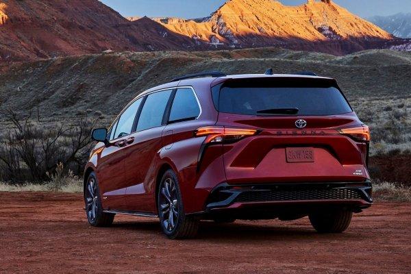 Семейный, комфортный и практичный: Почему стоит присмотреться к Toyota Sienna 2021